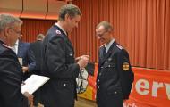 Für 25 Jahre Dienste im Feuerlöschwesen wurde Stefan Bolmer geehrt - Foto: Jens Menke
