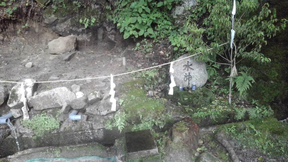 清内路村一番清水