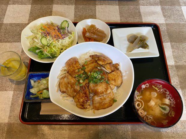 「手作りの味 タロー」豚肉の生姜焼き丼