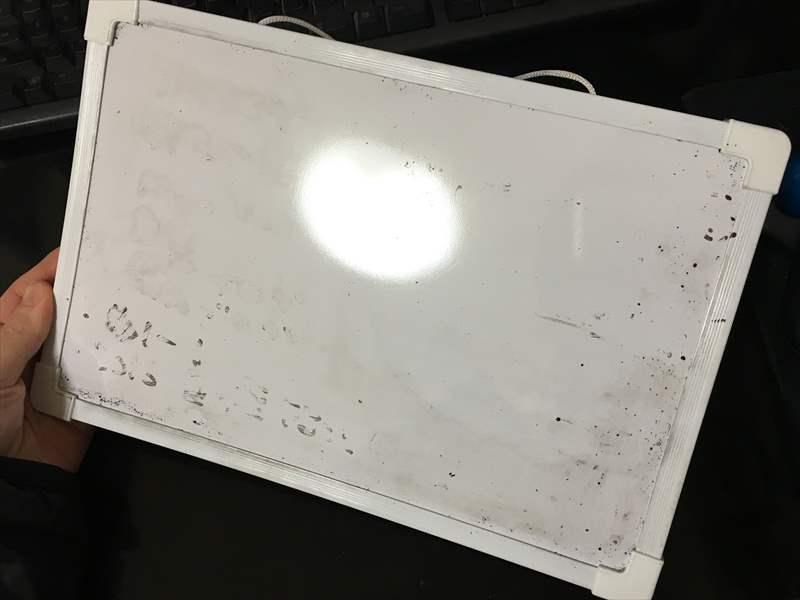 汚いホワイトボード ホワイトボードの汚れを「〇〇で」キレイに落とす簡単な方法!!消えない汚れも一瞬で消せます! #掃除