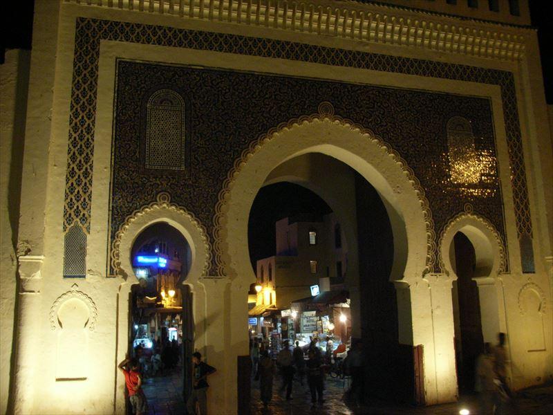 モロッコのネコ 「3年続ければ形になりますよね」 写真家 岩合光昭の世界ネコ歩き 写真展を見て。