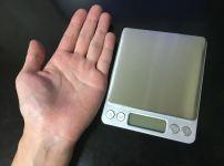 手と同じ大きさ。デジタルスケール 電子はかりが超便利! 0.1g~3000gまで測れる小さくて軽い一台は持っておきたい計り!キッチンスケールにも使えます。