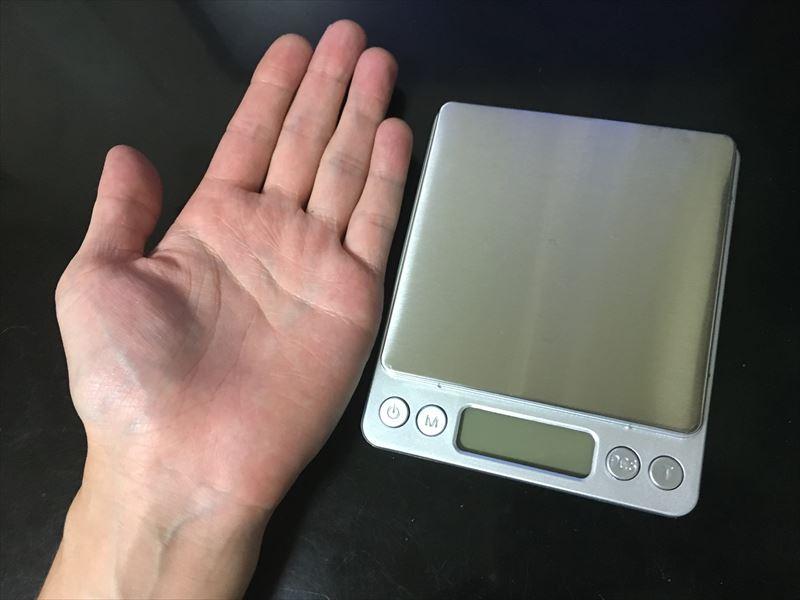 手と同じ大きさ。デジタルスケール 電子はかりが超便利! 0.1g~3000gまで測れる小さくて軽い一台は持っておきたい計り!キッチンスケールにも使えます。 2017年 本当に買って良かった・役立ったオススメの物 20選!!!