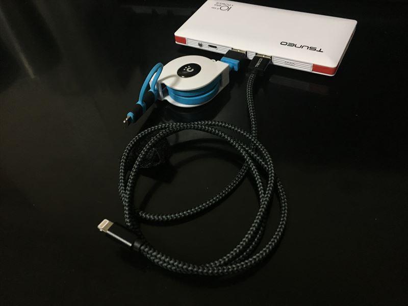これと同時に2つのUSBポートも同時使用可能なんです。 【徹底解析】TSUNEO モバイルバッテリー 10000mAhの圧倒的軽さ!ケーブル内蔵!大容量!安さ! 最強のモバイルバッテリーです!(Dmtown)