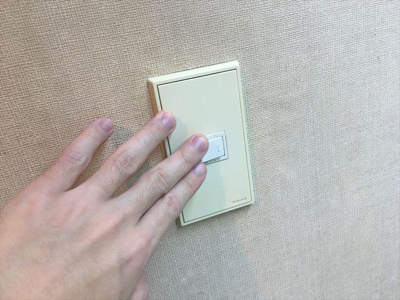 押す場所が大きくなって押すのが楽!! 100均の「ドデカ!スイッチ」でプチリフォーム!スイッチが大きくなって押しやすくとても楽!カバーをかぶせるだけ!