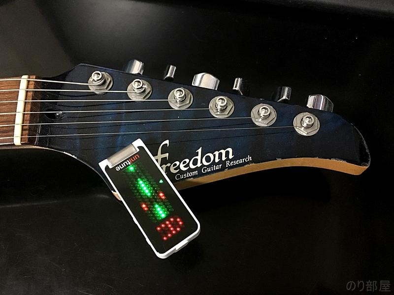 ギターヘッドに実際にUniTune Clipをギターに取り付けてみます。 【徹底解析】UniTune Clipのクリップチューナーが超オススメ!+/-0.02セントの超精度!ポリチューン機能をなくし値段が安くなったモデルでギター・ベースにおススメ!。【解説動画あり】