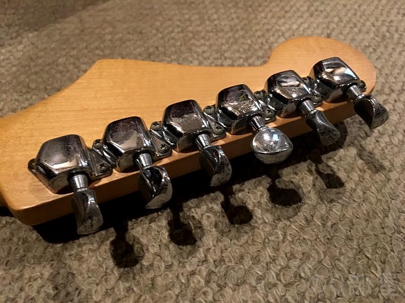 Squier SST-39 ギターにマグネットチューナーを貼り付ける 【問題解決】クリップチューナーのつけっぱなしのダサさを解決!!今すぐ簡単に出来る簡単な方法!