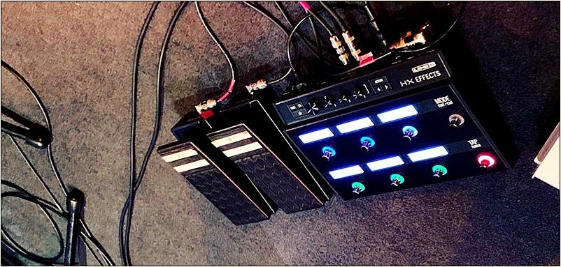 Oz Noy(オズ・ノイ)のエフェクターボード足元 【最新】Oz Noy(オズ・ノイ)の機材・エフェクターボード・アンプを解析!ギターを支える機材の数々を紹介!【金額一覧】