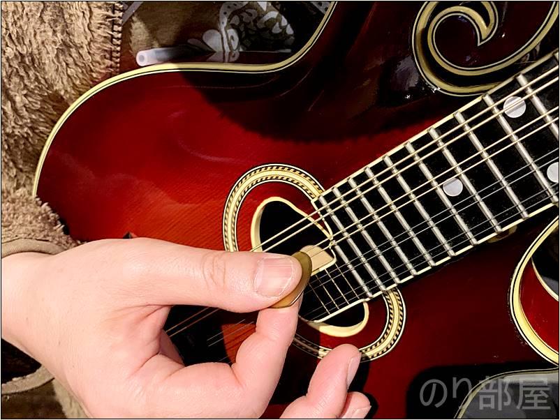 ピックのサイド部分を使用して弾くのがフラットマンドリンにオススメ! フラットマンドリンに人気のオススメのピック!  ブルーグラス、アイリッシュ、ジャズに人気の厚くて弾きやすいピック。