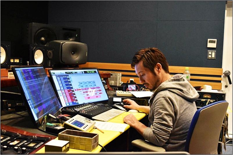福田聡 の愛用ヘッドフォンは「SHURE ( シュアー ) / SRH1540」【徹底解説】音楽のプロが使用するヘッドフォン特集!ミュージシャン、作曲家、エンジニアが使用するDTMや作曲・編曲にオススメのヘッドフォン・イヤホンの紹介!