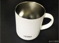 サーモス真空断熱マグカップ はサイズも小さくて持ちやすい。デザインんもシンプル!【徹底計測】サーモス真空断熱マグカップの保温・保冷力を実際に計ってみた!温度変化が少なくて軽いし内容量も多くて人気なのも納得!タンブラーもオススメ!【JDG-350C レビュー・メリットデメリット感想】