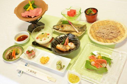 温泉宿福寿荘 夕食1例「陶板焼き」