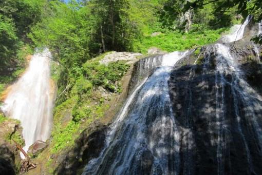三本滝バス停より 三本滝ー本沢とクロイ沢