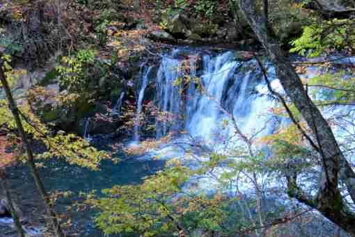 千間淵遊歩道の 番所小滝の秋