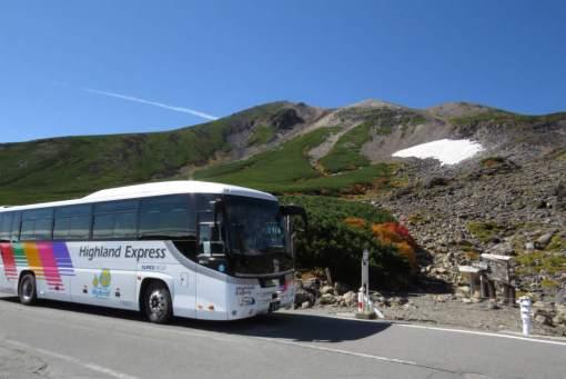 大雪渓に到着したシャトルバス