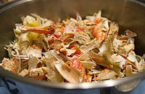 蟹 かに カニ 殻 再利用 出汁 味噌汁 パスタ 肥料 ゴミ 臭い 捨て方