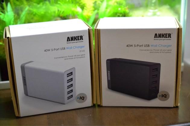 Anker5連USB急速充電器の白と黒