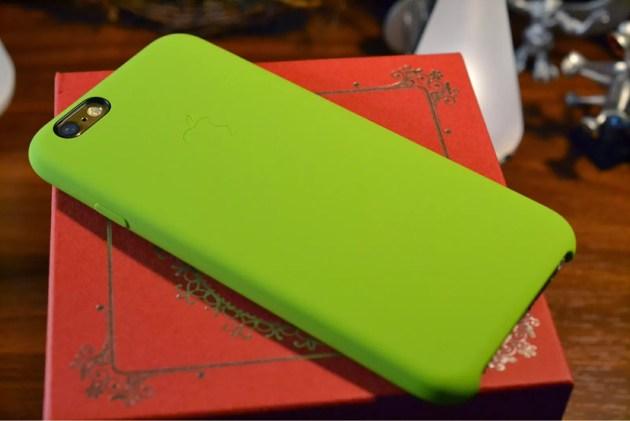 Apple純正iPhone6シリコンケースグリーン装着4