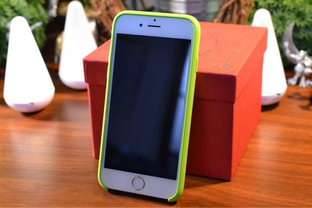 Apple純正iPhone6シリコンケースグリーン装着2