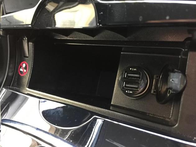 カローラフィールダーのシガーソケットにUSB充電器を常備