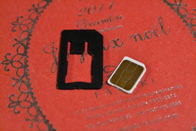 nanoSIMを標準SIMに変換