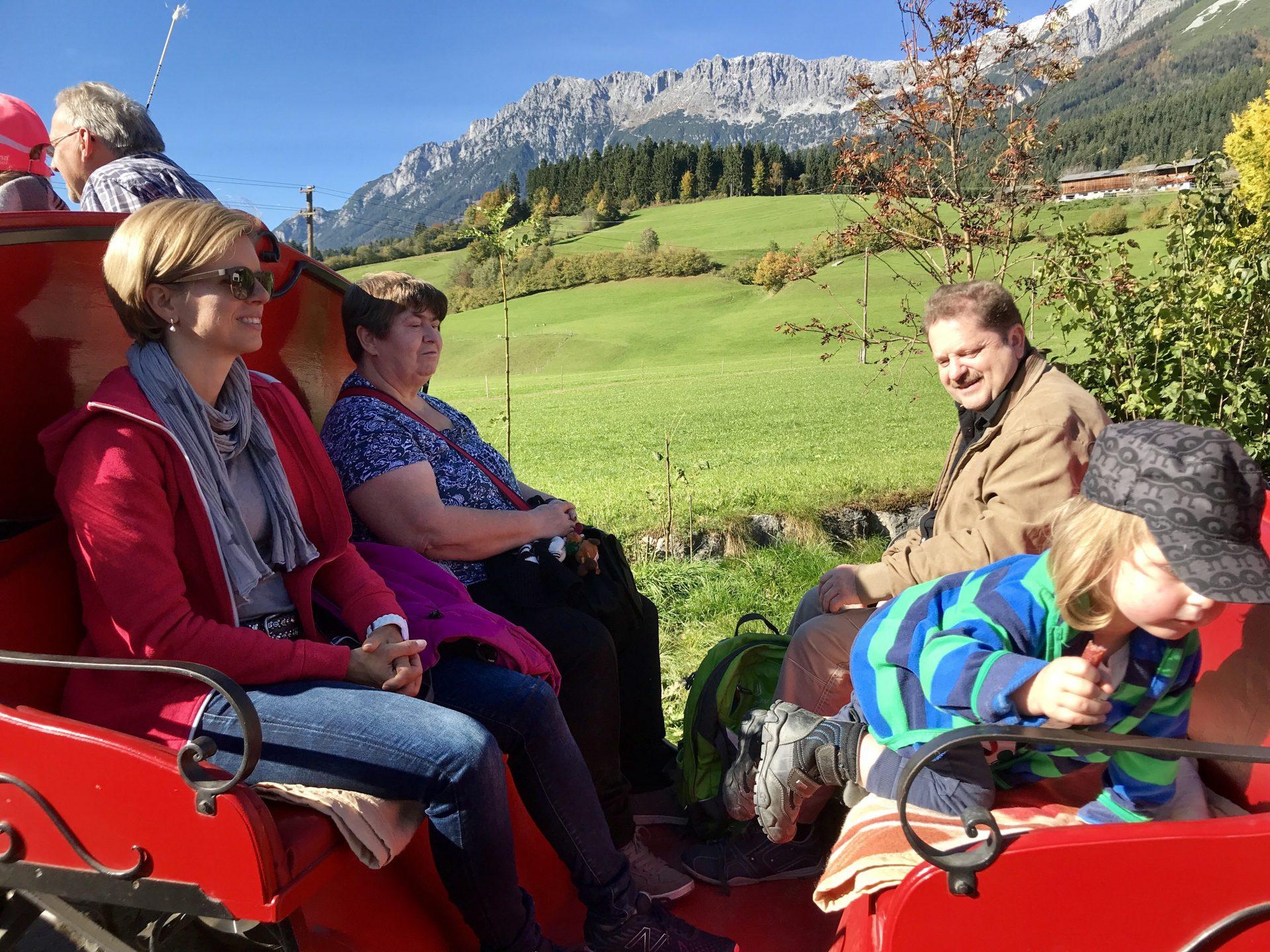 Opa Franz, Merlin und Mormor in der Kutsche