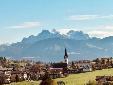 Aussicht auf Ellmau vom Weg zur Bergdoktorpraxis