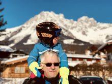 Pause vom Skifahren lernen mit Papa