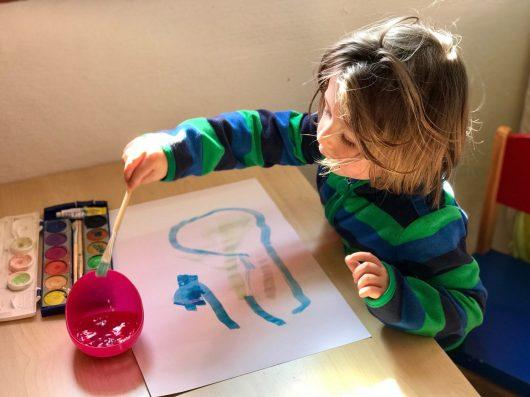 Ich hätte nie gedacht, wieviel Freude Kindern ein eigener Tisch macht