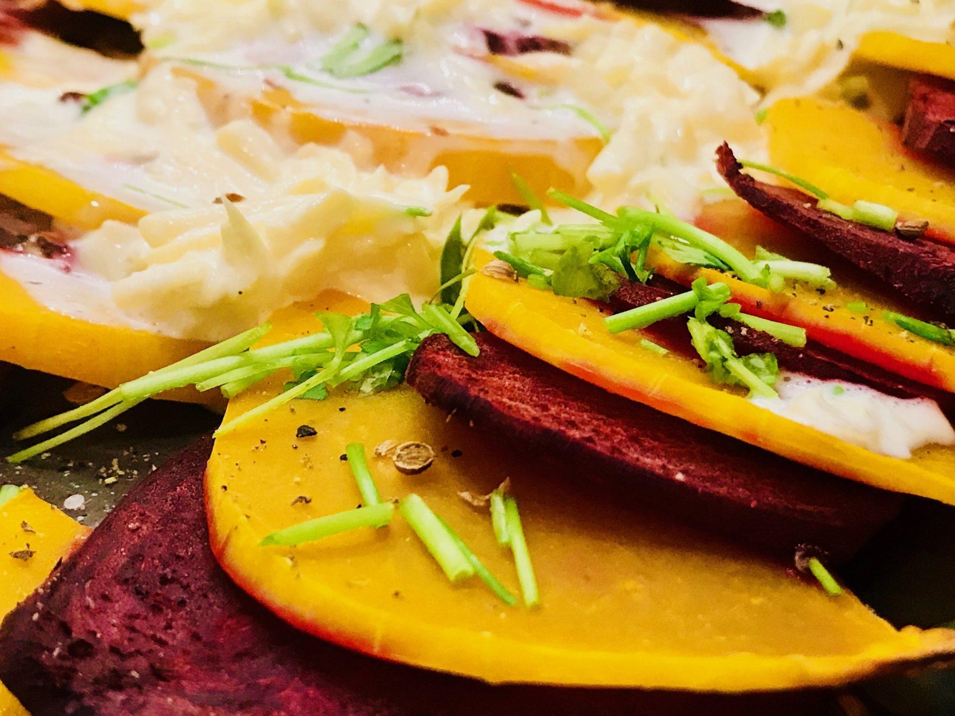 Kürbis Rote Beete Gratin – gleich geht's in den Ofen