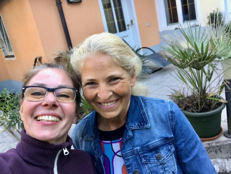 Hundehotel – Tanja mit der Eigentümerin Gerti Gruber