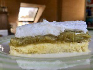 Omas Rhabarberkuchen mit Baiser – Teig – Rhabarber – Baiser – zum Anbeißen lecker.
