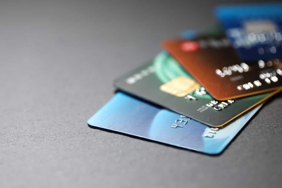 EKO, Essentiel, Enjoy… Pourquoi les comptes à « 2 balles » de votre banque ne cartonnent pas