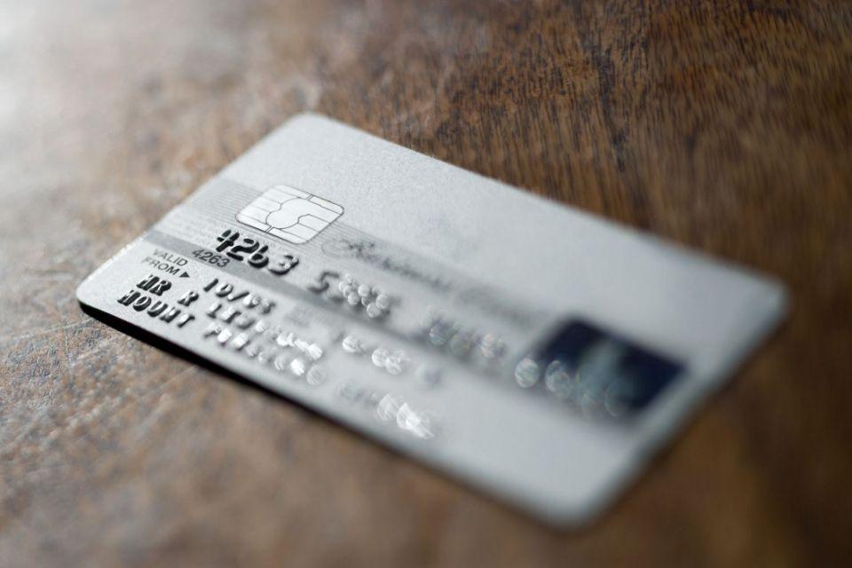 Partager la carte bancaire d'un compte joint, est-ce risqué ?