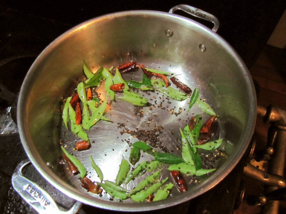 tempering_curry_leaves