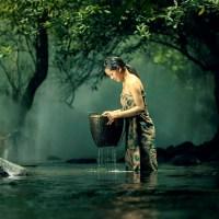 Sajak Cinta: Bila Ada Sumur di Ladang (Apakah kau akan menumpang mandi?)
