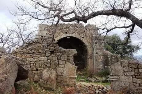 Sierra de Gata tres pueblos y una Ermita