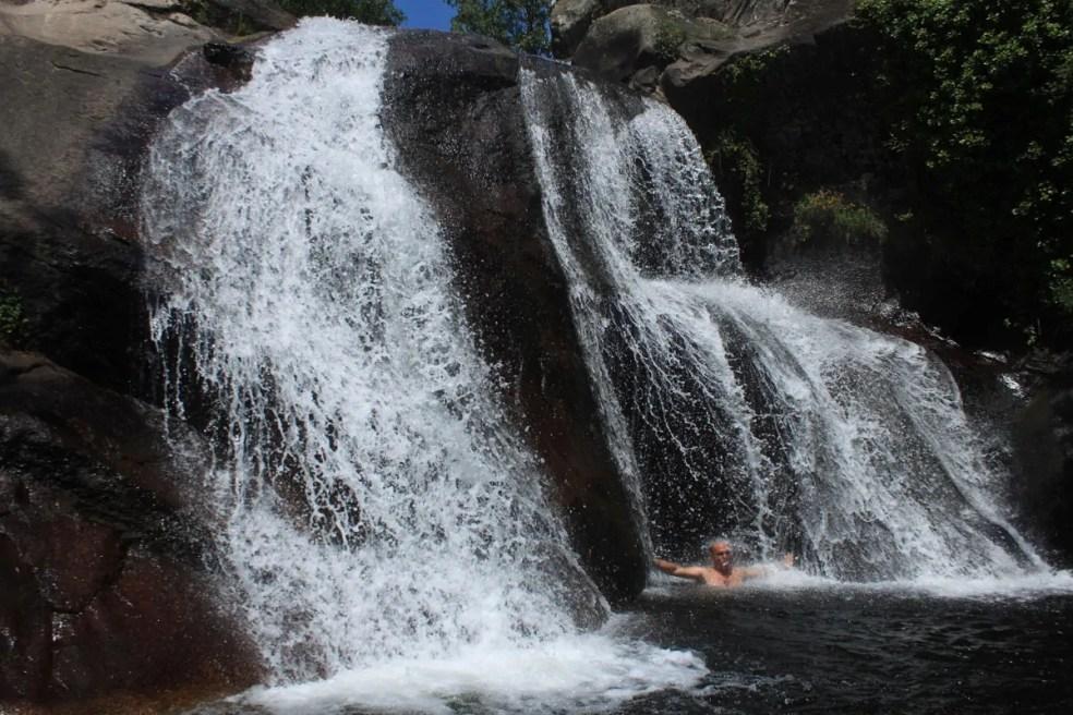 Un joven de 20 años muere al precipitarse en la cascada del Diablo