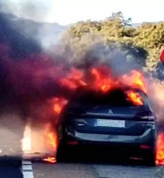 El incendio de un coche provoca cortes en la N-630 en Monesterio