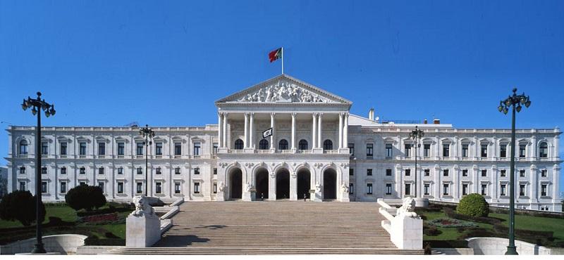 """""""Correntes"""" com louvor na Assembleia da República"""