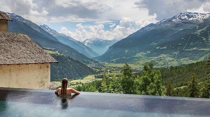 минеральные источники в горах Италии Старые бани Бормио