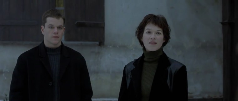 A very sixties -looking shot of Jason (Damon) and Marie (Potente) (The Bourne Identity, Universal Pictures)
