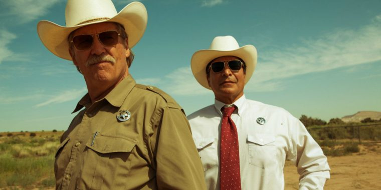 """Texas Ranger Marcus Hamilton (Bridges) with his """"Indian"""" companion and deputy Alberto (Birmingham) (Hell Or High Water, Paramount Pictures)"""