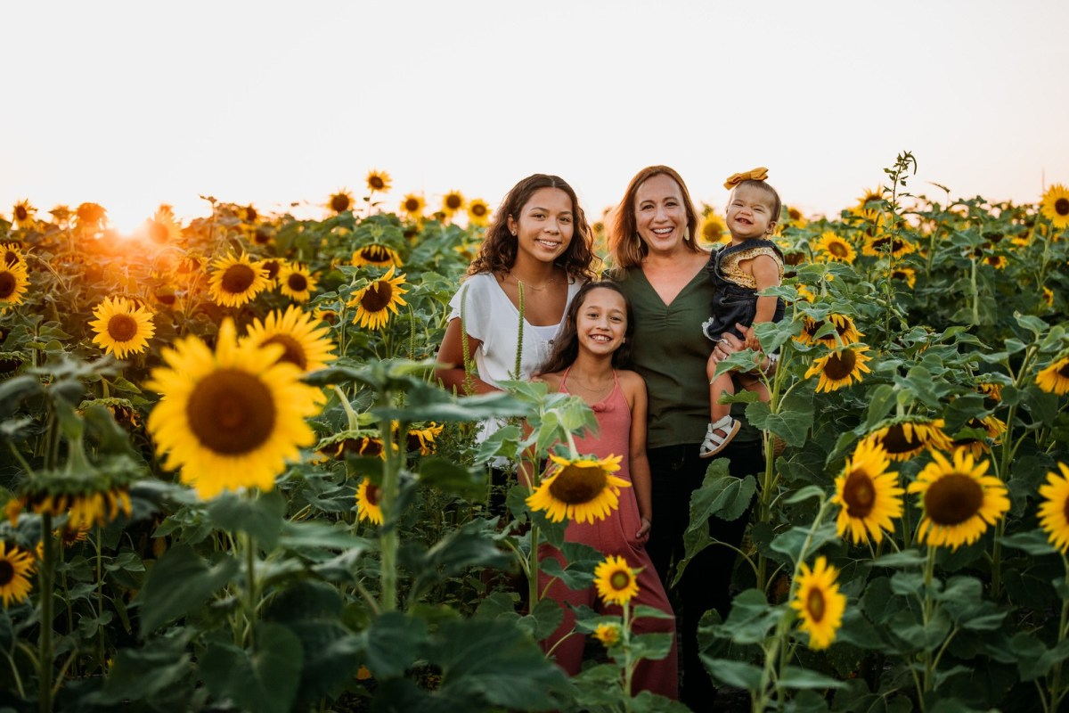 BEST-LIFESTYLE-CREATIVE-ST-LOUIS-FAMILY-PHOTOGRAPHY-SUNFLOWERS-COLUMBIA-BOTTOM- NORTH ARROW CREATIVE