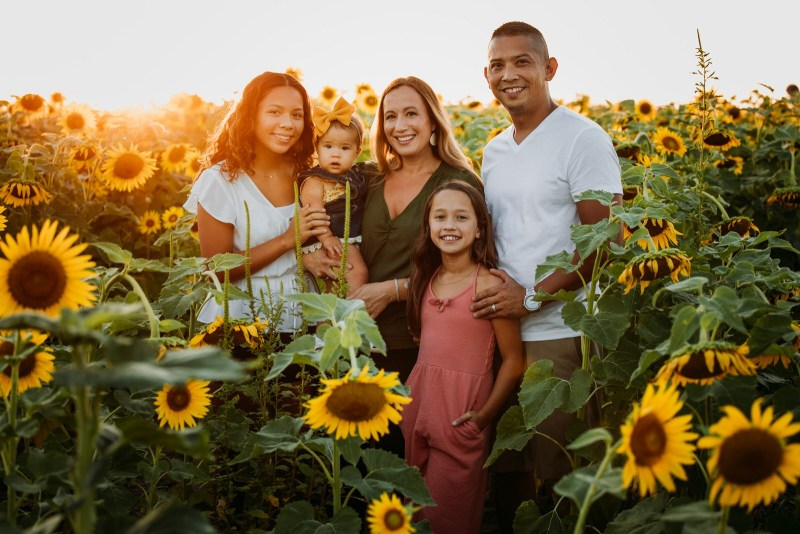 ST-LOUIS-BEST-LIFESTYLE-FAMILY-PORTRAIT-PHOTOGRAPHY-SUNFLOWER-FIELD-COLUMBIA-BOTTOM-NORTH-ARROW_0018