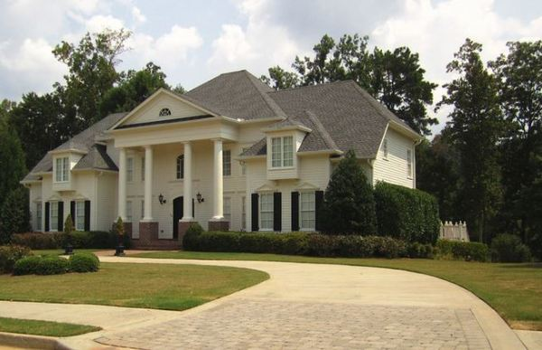 white-columns-home-in-milton-georgia