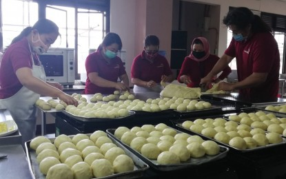 Baguio trade school bakes bread for front-liners