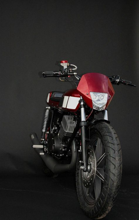 Yamaha RD400 Custom - Front