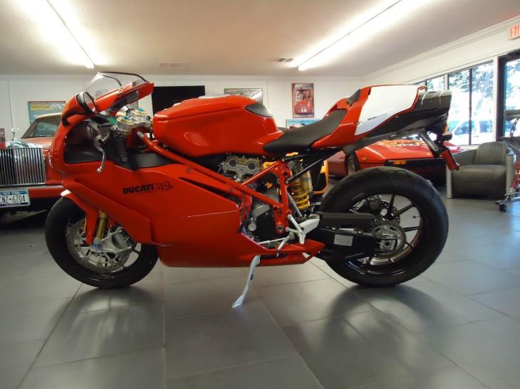 2005 Ducati 749R L Side