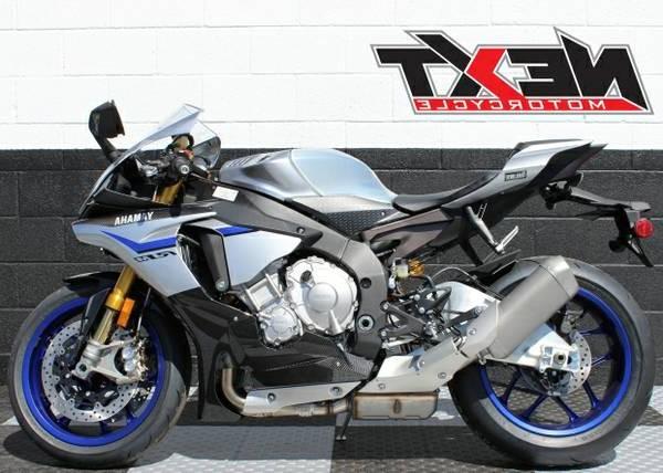 Yamaha-YZF-R1M-Right-Side